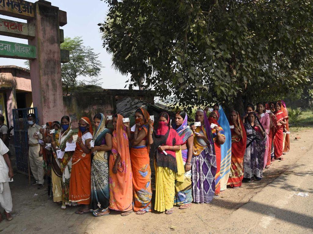 Badai Tsunami Tak Hentikan Euforia Pemilu di India
