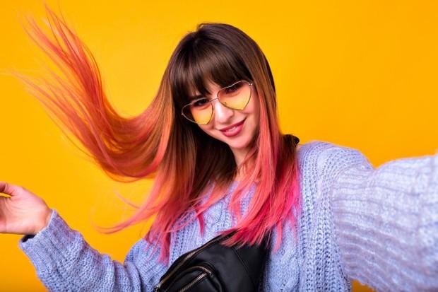 Mewarnai rambut bersifat sementara tidak akan sesulit, semahal, dan selama yang permanen.