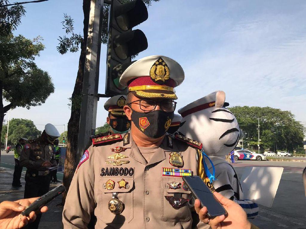 Operasi Zebra di Bundaran Senayan, Polda Metro Jaya Bagikan 4.000 Masker