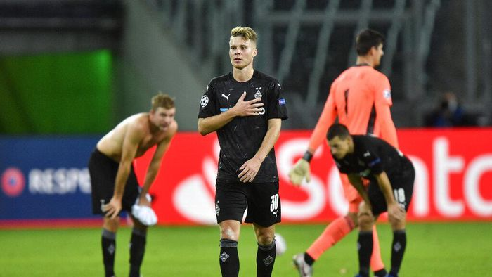 Moenchengladbachs Nico Elvedi walks in dejection end of the Champions League group B soccer match between Borussia Moenchengladbach and Real Madrid at the Borussia Park in Moenchengladbach, Germany, Tuesday, Oct. 27, 2020. (AP Photo/Martin Meissner)