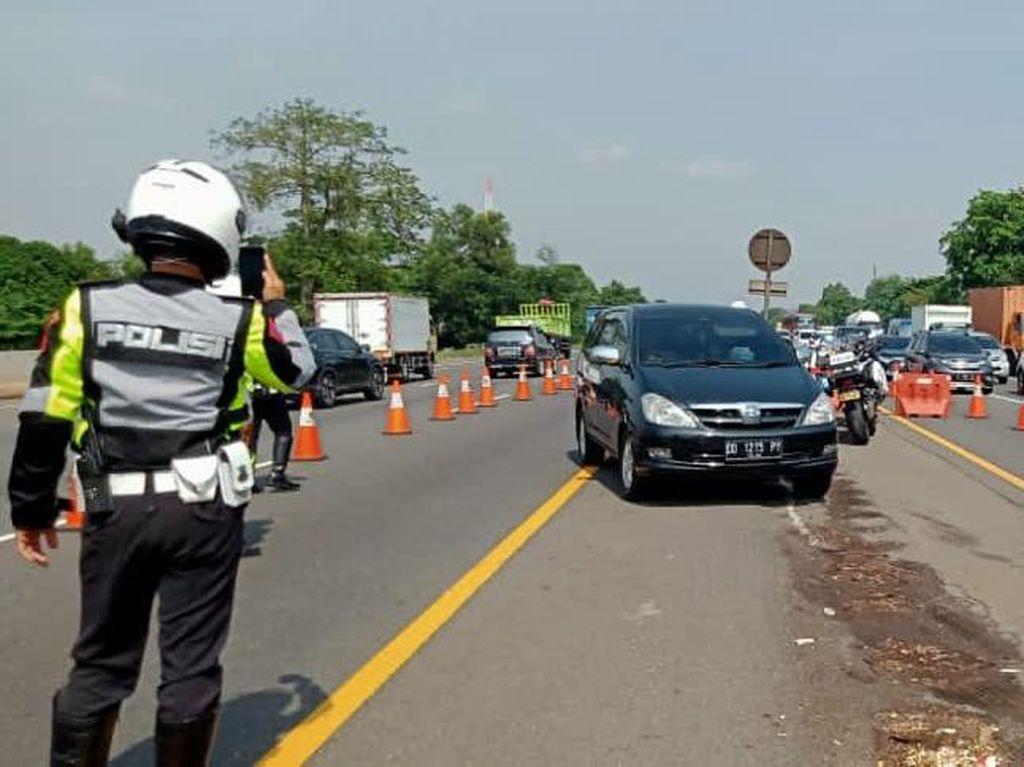 Lalin Padat, Contraflow Diberlakukan di Km 47-61 Tol Jakarta-Cikampek