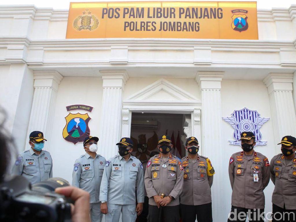 Cek Jalur Long Weekend di Jombang, Kakorlantas Tinjau Pospam ala Istana Negara