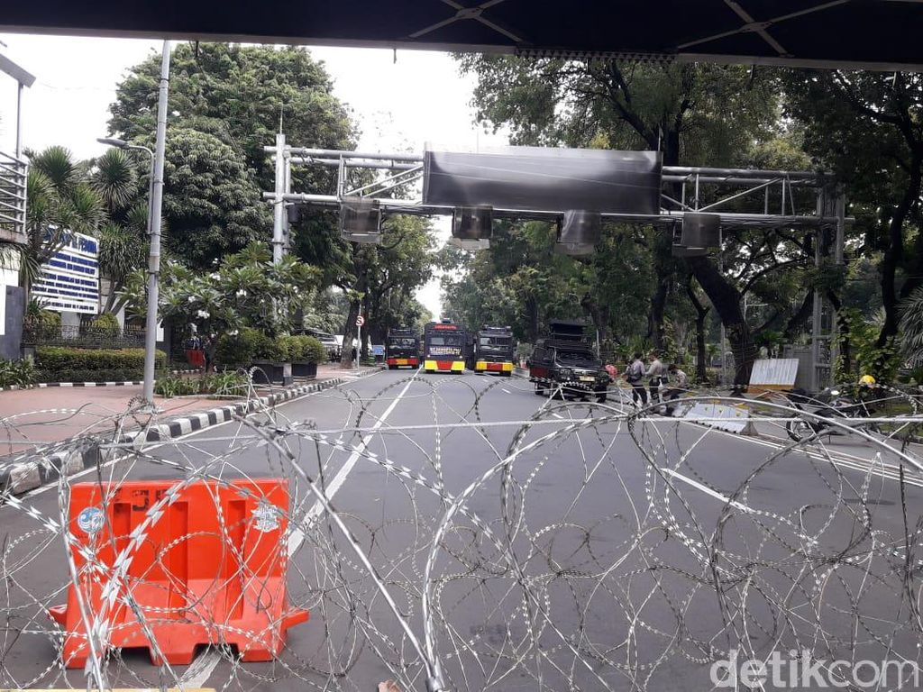 Lalin Arah Istana Ditutup Imbas Demo, Barracuda-Water Cannon Siaga