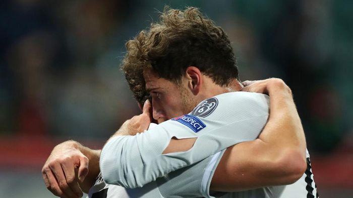 MOSCOW, RUSSIA - OCTOBER 27: Leon Goretzka of Bayern Munich celebrates with Benjamin Pavard after scoring his teams first goal during the UEFA Champions League Group A stage match between Lokomotiv Moskva and FC Bayern Muenchen at RZD Arena on October 27, 2020 in Moscow, Russia. A limited number of spectators will be in attendance as Covid-19 pandemic restrictions ease. (Photo by Oleg Nikishin/Getty Images)