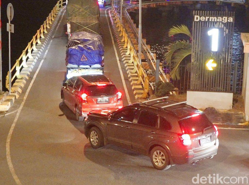 Long Weekend, Kendaraan di Pelabuhan Ketapang Mulai Berdatangan Sejak Semalam