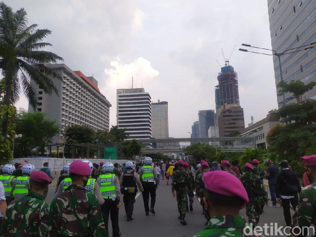 Marinir-Polisi Kawal Massa Remaja Bubar, Lalin Jalan Thamrin Tersendat