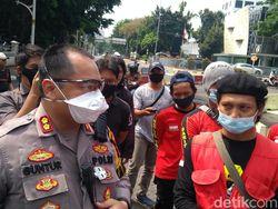 Kumpul di Tugu Proklamasi, Perwakilan KASBI Sempat Adu Mulut dengan Polisi
