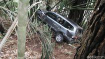 Video Mobil Wisatawan Masuk Jurang di Lembang, Penumpang Selamat