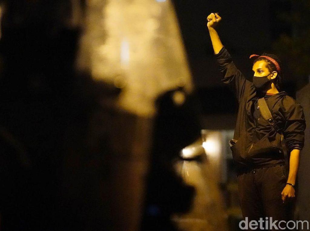 Pria Kulit Hitam Tewas Ditembak Polisi di Jalanan, AS Memanas Lagi!