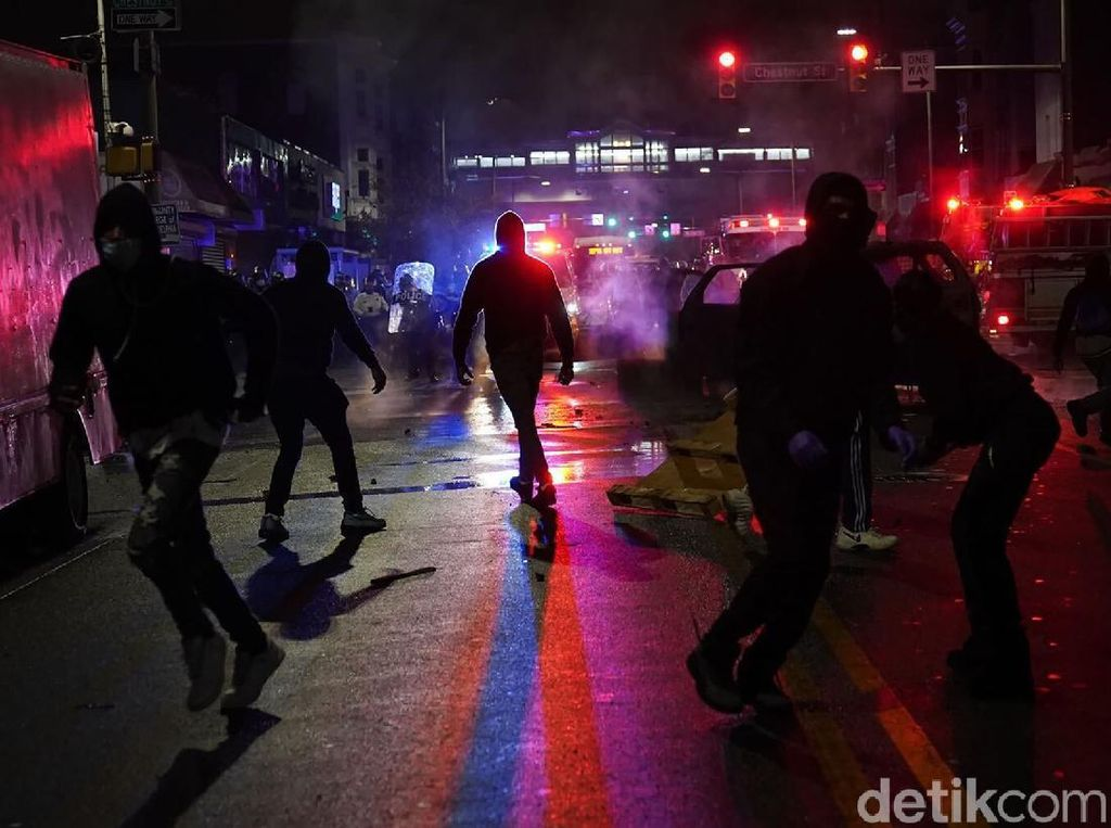 Philadelphia Memanas, Lebih dari 170 Orang Ditangkap, 53 Polisi Terluka