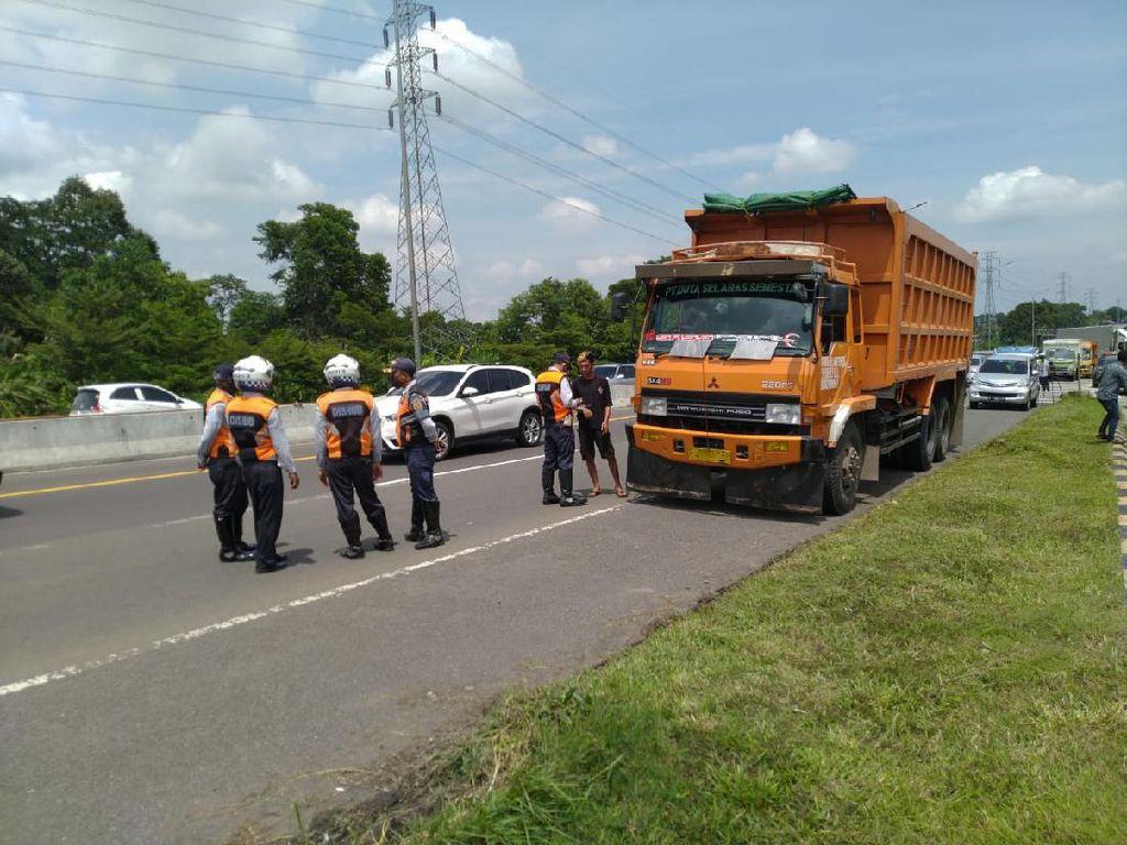 13 Bus-Truk Lintas Tol Ciawi Ditindak Polisi, Sebagian Diputar Balik