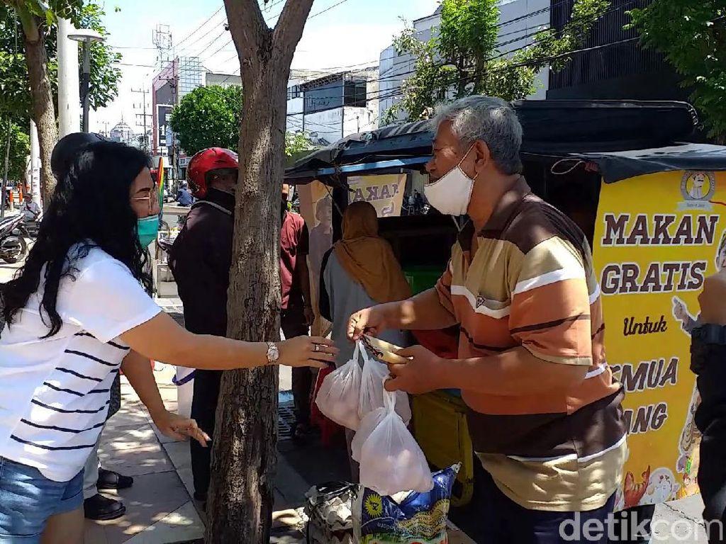 Cerita Warga Surabaya Berbagi Makanan Gratis, Paling Sedih Jika Nasi Dibuang