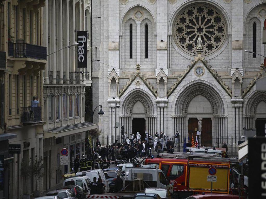 Ngeri Penusukan hingga Orang Dipenggal di Gereja Prancis