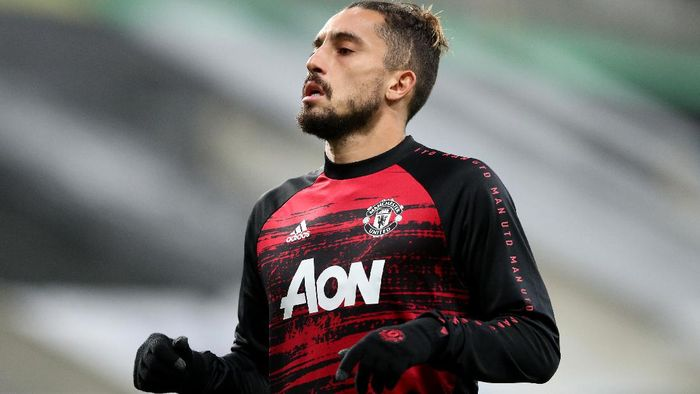 NEWCASTLE UPON TYNE, ENGLAND - OCTOBER 17: Alex Telles of Manchester United warms up prior to the Premier League match between Newcastle United and Manchester United at St. James Park on October 17, 2020 in Newcastle upon Tyne, England. Sporting stadiums around the UK remain under strict restrictions due to the Coronavirus Pandemic as Government social distancing laws prohibit fans inside venues resulting in games being played behind closed doors. (Photo by Alex Pantling/Getty Images)