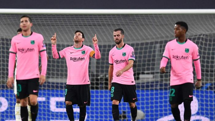 TURIN, ITALY - OCTOBER 28: Lionel Messi of Barcelona celebrates after scoring his sides second goal from the penalty spot during the UEFA Champions League Group G stage match between Juventus and FC Barcelona at Juventus Stadium on October 28, 2020 in Turin, Italy. Sporting stadiums around Italy remain under strict restrictions due to the Coronavirus Pandemic as Government social distancing laws prohibit fans inside venues resulting in games being played behind closed doors. (Photo by Valerio Pennicino/Getty Images)