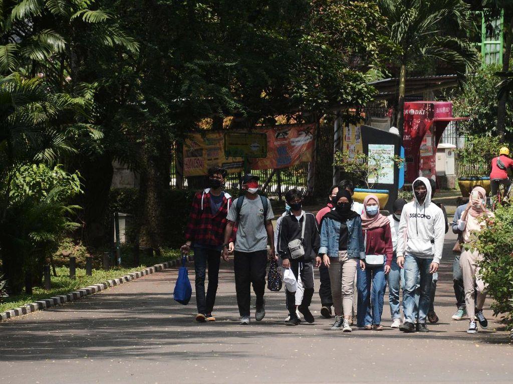 Bonbin Ragunan Jadi Tempat Warga Jakarta Mengisi Liburan