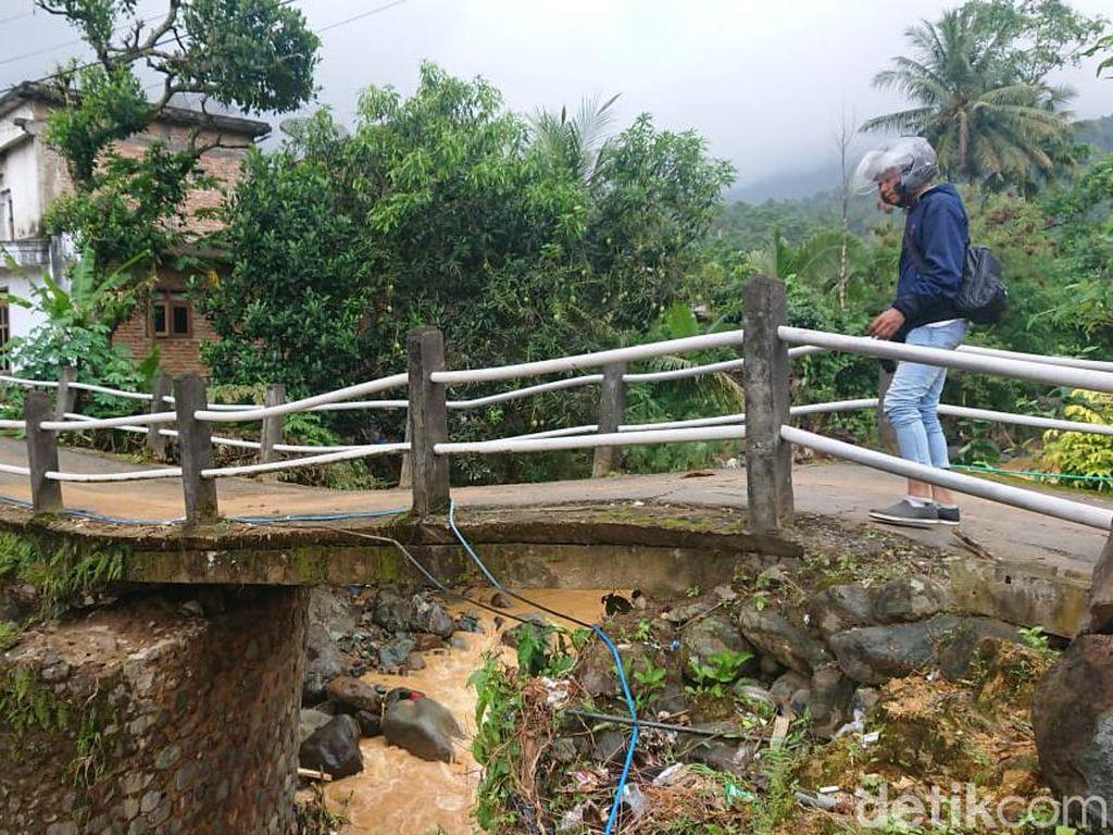 Dua Jembatan Nyaris Putus Dampak Banjir Trenggalek