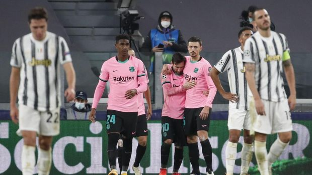 Barcelona's Lionel Messi, center, celebrates after scoring his side's second goal during the Champions League group G soccer match between Juventus and Barcelona at the Allianz stadium in Turin, Italy, Wednesday, Oct. 28, 2020. (AP Photo/Antonio Calanni)