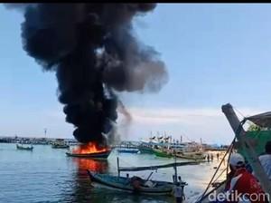 Kapal Motor Muat Solar Terbakar di Perairan Gili Ketapang, Kerugian Rp 150 Juta