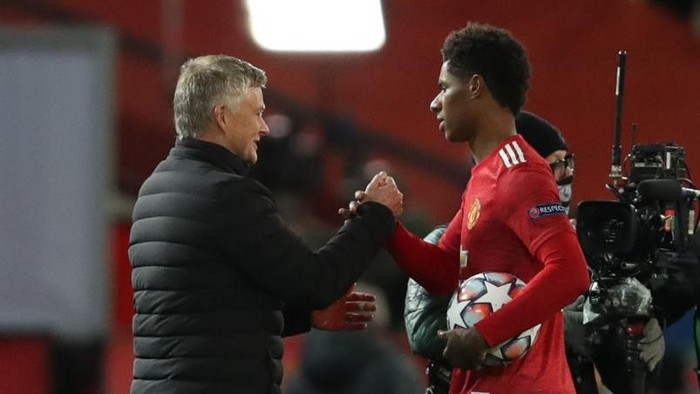 MANCHESTER, ENGLAND - OCTOBER 28: Marcus Rashford of Manchester United interacts with Ole Gunnar Solskjaer, Manager of Manchester United whilst holding the match ball after scoring a hat-trick following the UEFA Champions League Group H stage match between Manchester United and RB Leipzig at Old Trafford on October 28, 2020 in Manchester, England. Sporting stadiums around the UK remain under strict restrictions due to the Coronavirus Pandemic as Government social distancing laws prohibit fans inside venues resulting in games being played behind closed doors. (Photo by Clive Brunskill/Getty Images)