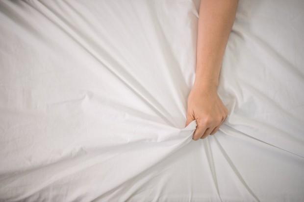 Berdiri, duduk, berbaring, semua posisi seks ini bisa menyebabkan kehamilan selama sel sperma masuk ke dalam rahim dan membuahi sel telur.