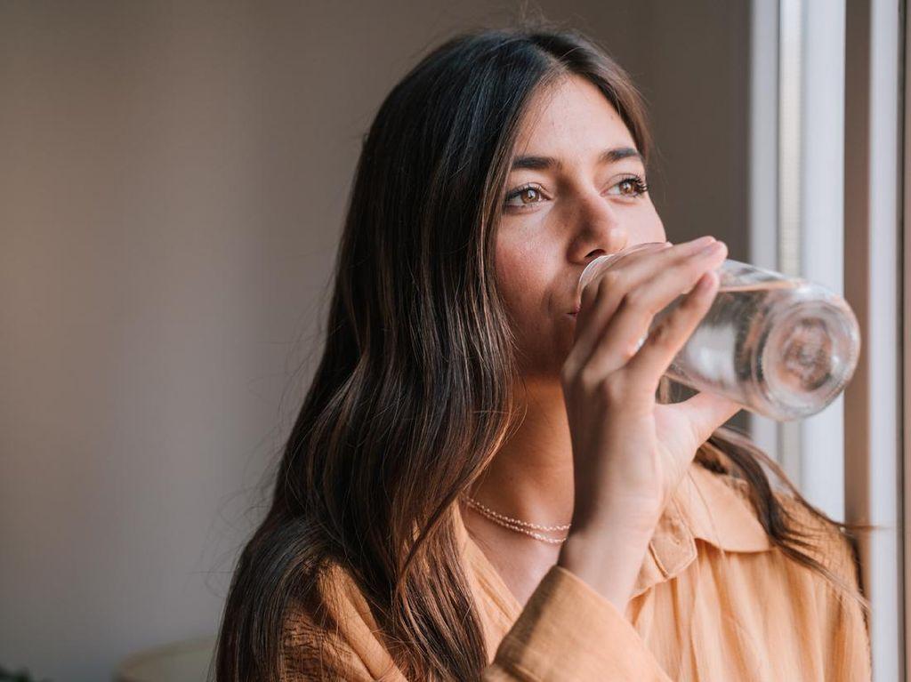 Apakah Banyak Minum Air Putih Bisa Turunkan Berat Badan?
