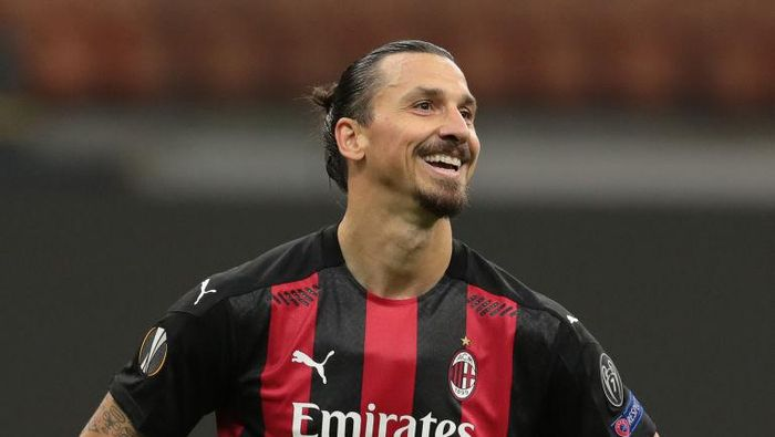 MILAN, ITALY - OCTOBER 29:  Zlatan Ibrahimovic of AC Milan reacts after missing a penalty kick during the UEFA Europa League Group H stage match between AC Milan and AC Sparta Praha at San Siro Stadium on October 29, 2020 in Milan, Italy. (Photo by Emilio Andreoli/Getty Images)
