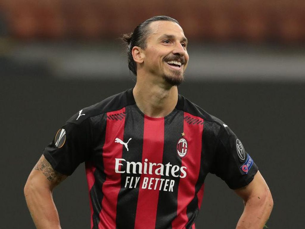 Ibrahimovic Bagi-bagi PS5 ke Pemain AC Milan