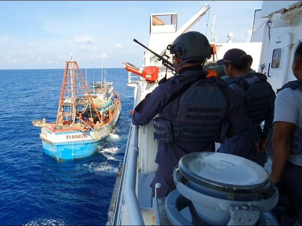 Bakamla Kembali Tangkap 2 Kapal Ikan Ilegal Asal Vietnam