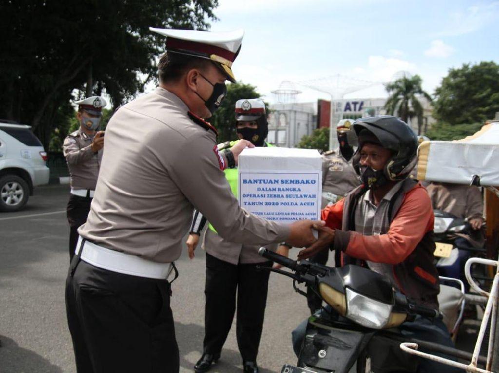 Bukan Ditilang, Abang Becak Motor di Aceh Dapat Sembako di Operasi Zebra