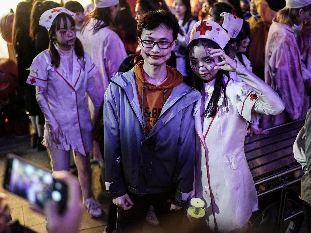 Wuhan Juga Rayakan Halloween, Ramai Banget dan Tanpa Maskeran!