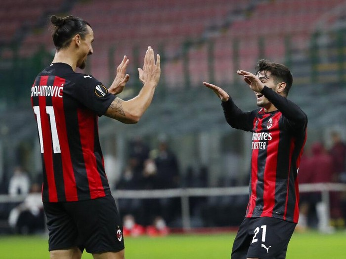 AC Milans Brahim Diaz, right, celebrates with his teammate Zlatan Ibrahimovic after scoring his sides first goal during an Europa League Group H soccer match between AC Milan and Sparta Praha at the San Siro Stadium, in Milan, Italy, Thursday, Oct. 29, 2020. (AP Photo/Antonio Calanni)