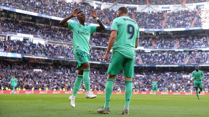 MADRID, SPAIN - DECEMBER 07: Karim Benzema of Real Madrid celebrates after scoring his teams second goal with Vinicius Junior of Real Madrid during the La Liga match between Real Madrid CF and RCD Espanyol at Estadio Santiago Bernabeu on December 07, 2019 in Madrid, Spain. (Photo by Gonzalo Arroyo Moreno/Getty Images)