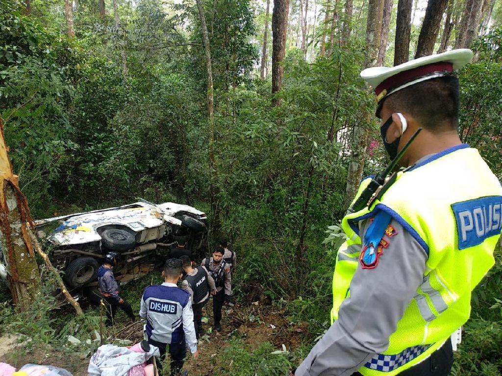 Minibus Wisatawan Terjun ke Jurang Sarangan, Selain 1 Tewas Ada 7 Luka-luka