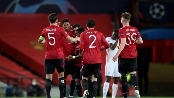MANCHESTER, ENGLAND - OCTOBER 28: Marcus Rashford of Manchester United celebrates with his team mates after scoring his sides second goal during the UEFA Champions League Group H stage match between Manchester United and RB Leipzig at Old Trafford on October 28, 2020 in Manchester, England. Sporting stadiums around the UK remain under strict restrictions due to the Coronavirus Pandemic as Government social distancing laws prohibit fans inside venues resulting in games being played behind closed doors. (Photo by Clive Brunskill/Getty Images)