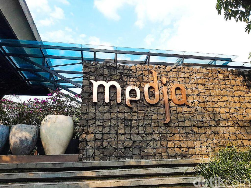 Celebrity on Vacation: Mampir ke Kafe Hits Instagramable di Bogor