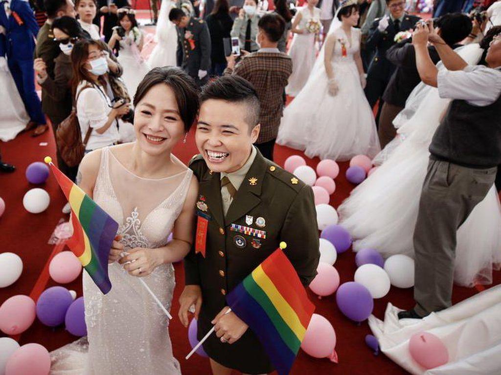 Militer Taiwan Libatkan Pasangan LGBT dalam Acara Pernikahan Massal