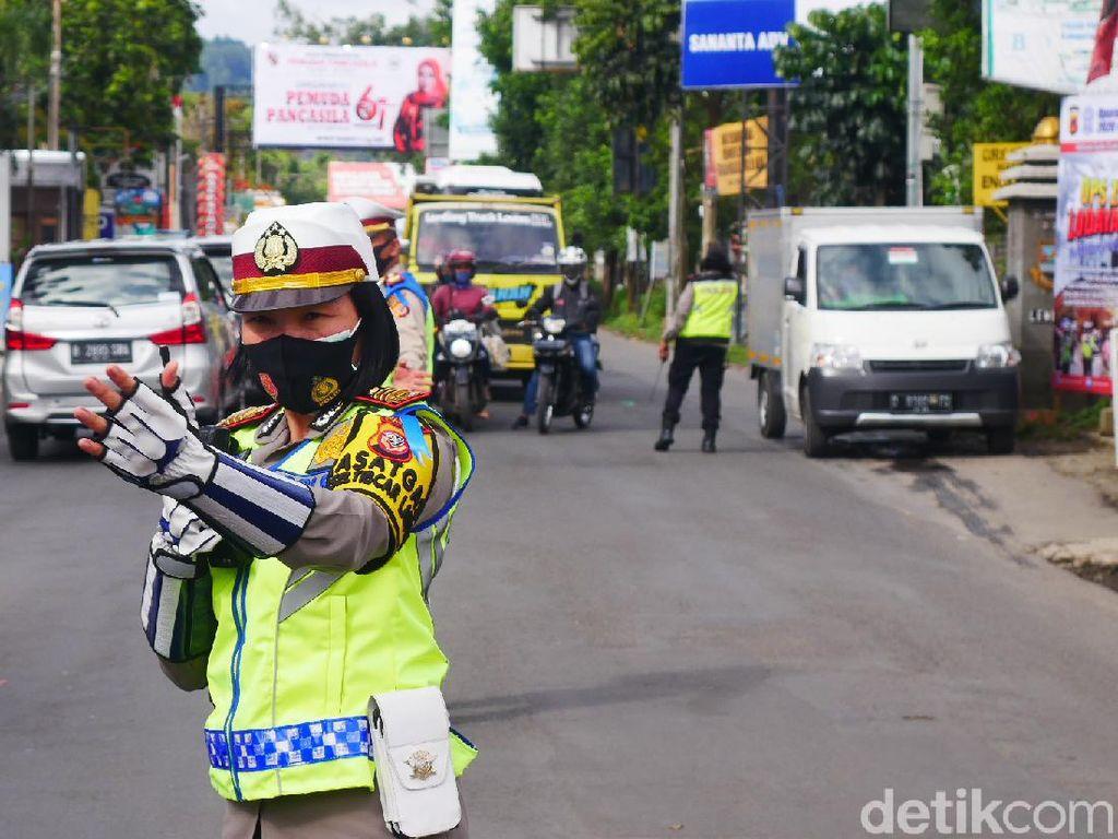 Jalur Lembang Alami Kepadatan, Polisi 6 Kali Lakukan Rekayasa Lalin