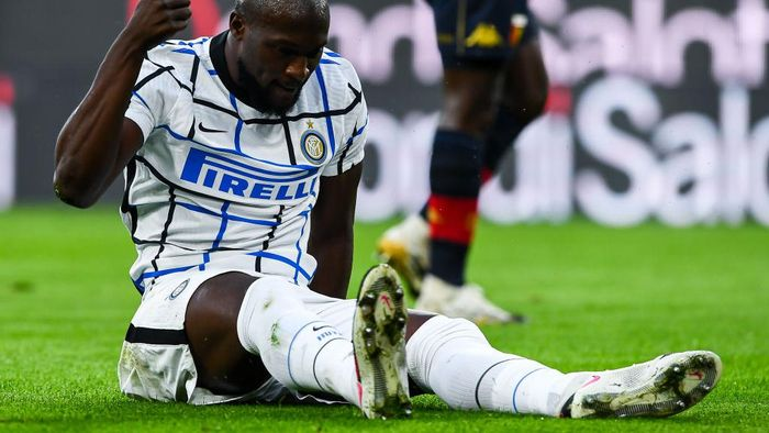 GENOA, ITALY - OCTOBER 24: Romelu Lukaku of Inter reacts with disappointment during the Serie A match between Genoa CFC and Fc Internazionale at Stadio Luigi Ferraris on September 20, 2020 in Genoa, Italy. (Photo by Paolo Rattini/Getty Images)