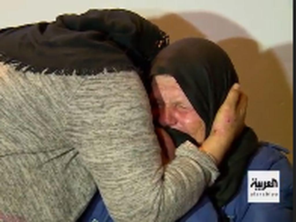Tangisan Ibu Issaoui, Pelaku Penusukan di Gereja Prancis