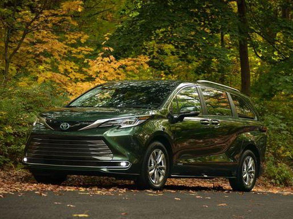 Keren, Mobil Keluarga Toyota Sienna Dilengkapi Kulkas hingga Penyedot Debu