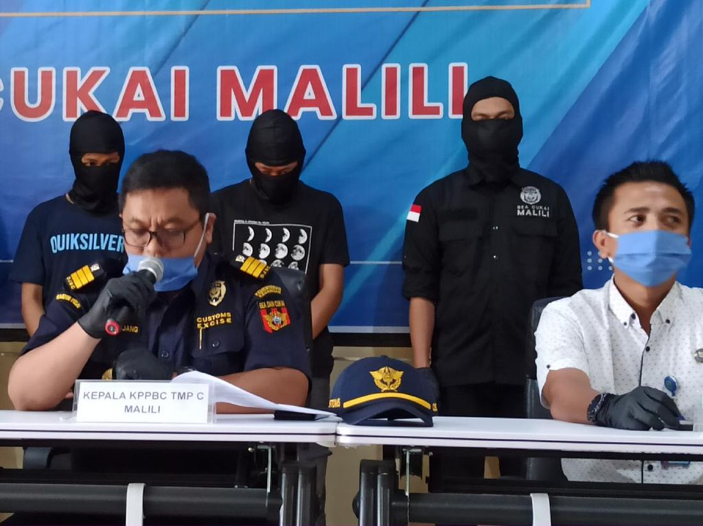 Bea Cukai Luwu Timur Ungkap Penyelundupan 446 Gram Ganja Modus Jasa Pengiriman