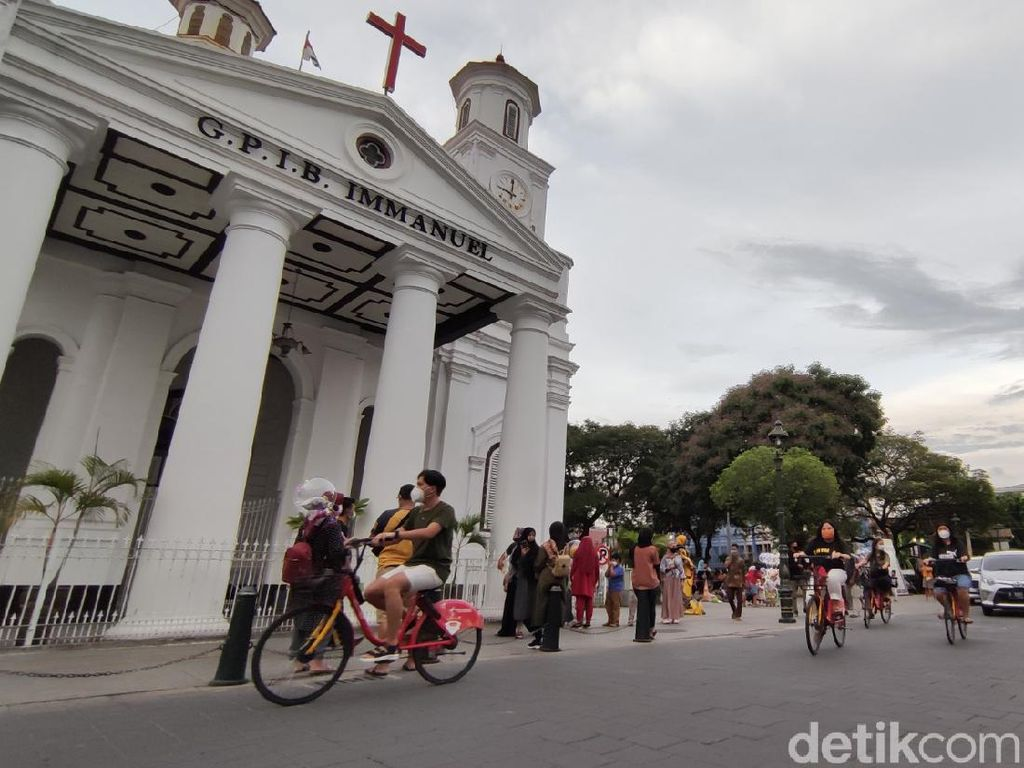 Melihat Antusiasme Wisatawan di Kota Lama Semarang saat Libur Panjang
