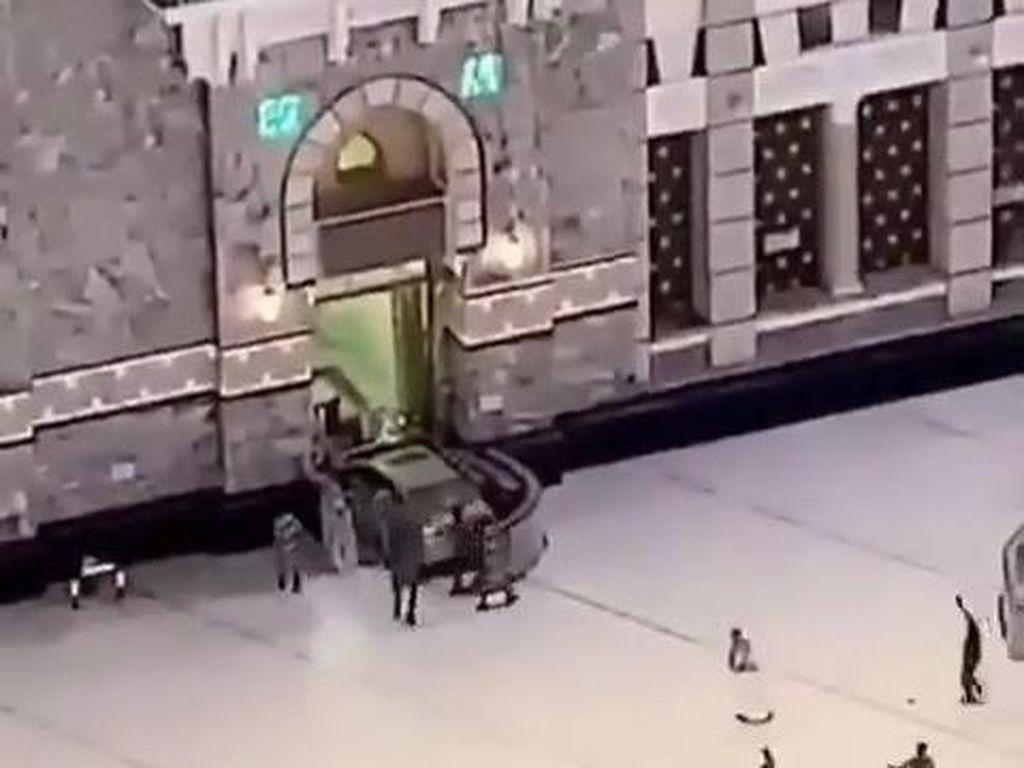 Mobil Tabrak Masjidil Haram, Guru Belgia Tunjukkan Kartun Nabi ke Murid