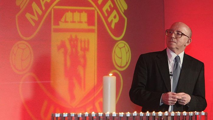 MANCHESTER, ENGLAND - FEBRUARY 6:  (SALES OUT) In this handout image supplied by Manchester United, Nobby Stiles of Manchester United speaks during the memorial service to mark the 50th anniversary of the Munich Air Disaster at Old Trafford on February 6 2008 in Manchester, England. (Photo by John Peters/Manchester United via Getty Images)