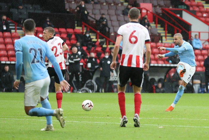 SHEFFIELD, ENGLAND - OCTOBER 31: Kyle Walker of Manchester City scores his teams first goal during the Premier League match between Sheffield United and Manchester City at Bramall Lane on October 31, 2020 in Sheffield, England. Sporting stadiums around the UK remain under strict restrictions due to the Coronavirus Pandemic as Government social distancing laws prohibit fans inside venues resulting in games being played behind closed doors. (Photo by Catherine Ivill/Getty Images)