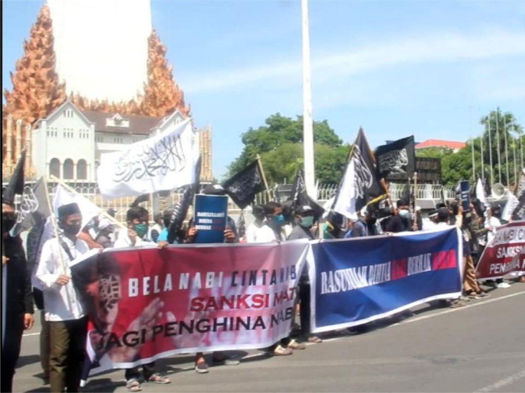 Video Ormas Islam di Makassar Rusak dan Bakar Produk Prancis