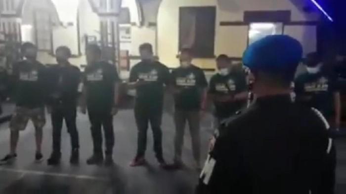 Viral anggota TNI dikeroyok anggota Harley yang konvoi di Bukittinggi