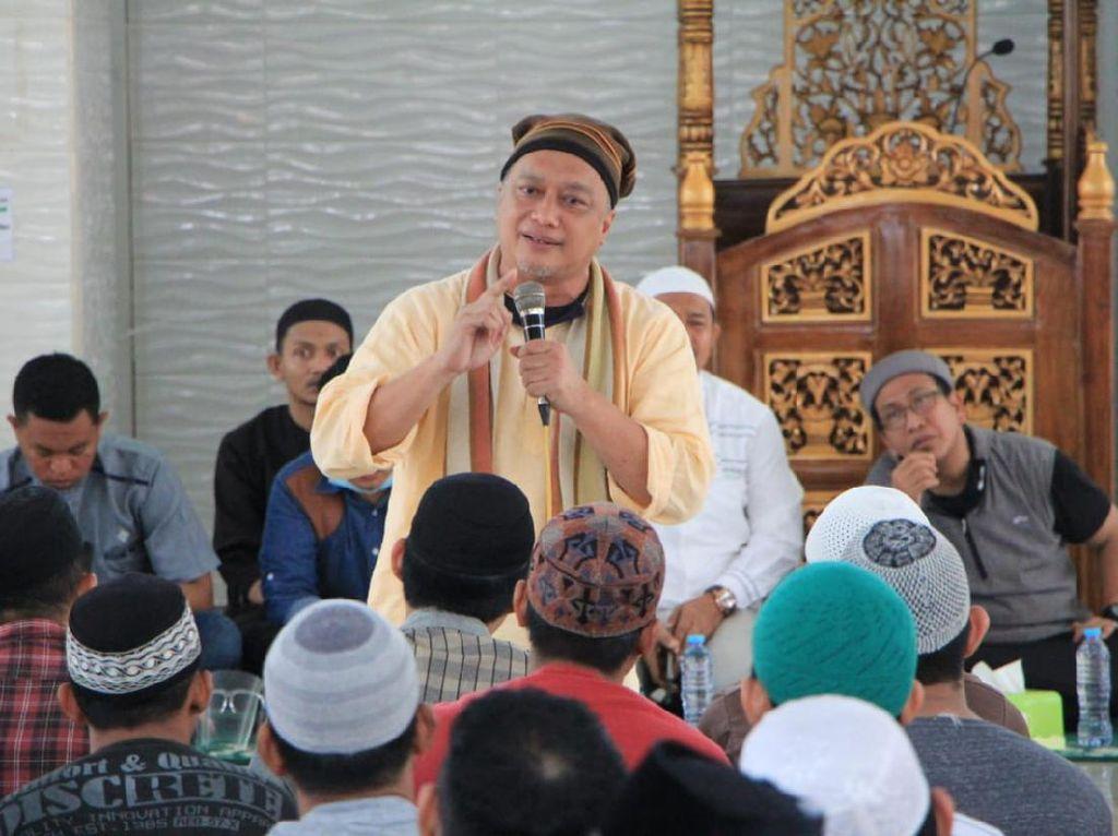 Dik Doank Beri Tausiah ke Warga Binaan Rutan Makassar