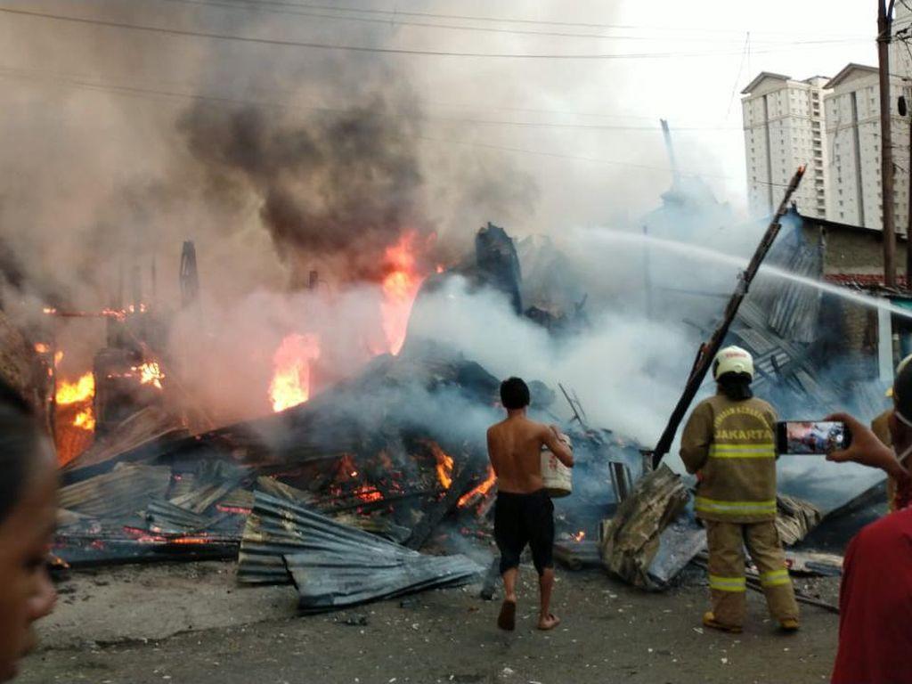 Rumah di Kemayoran Jakpus Terbakar, 21 Mobil Damkar Dikerahkan